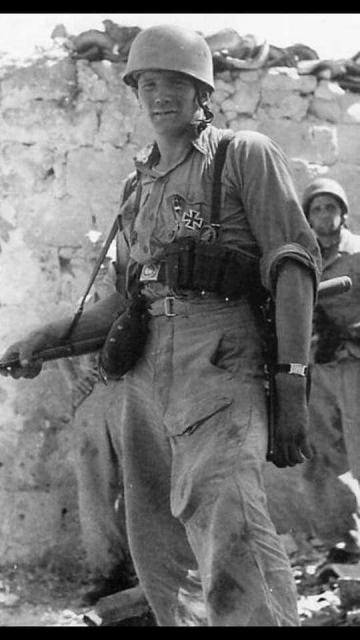 8b0410730261dce2ad95fd99a6496912--german-soldier-world-war-two.jpg
